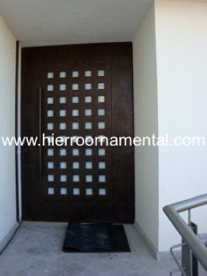 Puerta principal con cuadros detalle producto for Puertas de herreria para entrada principal