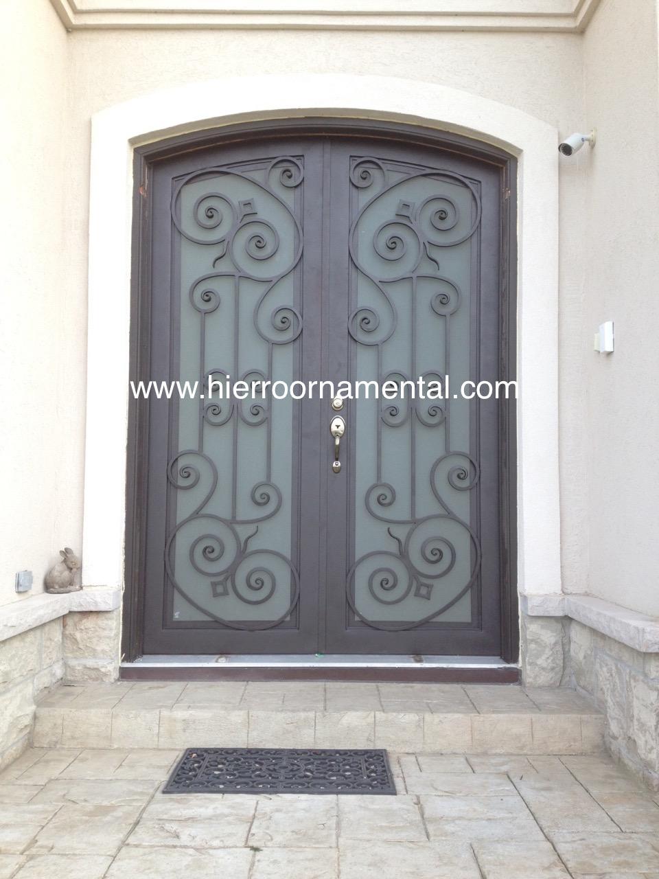 Modelos de puertas de hierro fotos de casas de estilo moderno puerta de entrada de una hoja - Puertas de hierro ...