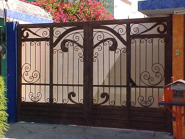 Productos de hierro forjado y acero inoxidable for Modelos de portones de hierro fotos
